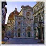 Piazza San Giovanni: Battistero & Cattedrale! La facciata della chiesa di Santa Maria del Fiore è quello che vediamo oggi, completata nel 1887 da De Fabris
