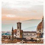 ... entrate in un paesaggio da cartolina!  Santa Maria del Fiore fu iniziata da Arnolfo di Cambio.