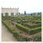 Il giardino ha quattro ingressi fruibili dal pubblico: dal cortile dell'Ammannati di Palazzo Pitti, dal Forte di Belvedere, da via Romana (l'ingresso di Annalena) e dal piazzale di Porta Romana, oltre a un'uscita