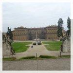 La facciata giardino di fronte al anfiteatro del Giardino di Boboli.