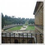 Commissionato dal banchiere Luca Pitta e progettata da Brunelleschi nel 1457, questo vasto palazzo rinascimentale fu poi acquistato dalla famiglia Medici.