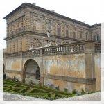 Il regale Palazzo Pitti, la cui facciata in pietra massiccia presiede una vasta piazza sopra la riva sud dell'Arno