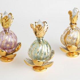 Bottiglie di profumo in cristallo