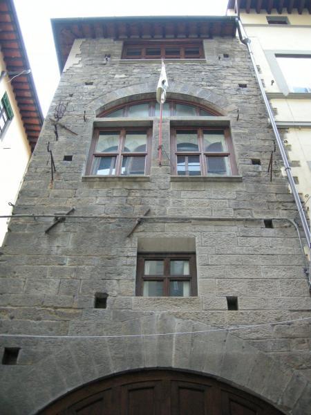 Casa torre privata e firenze medievale for Casa della piastrella firenze