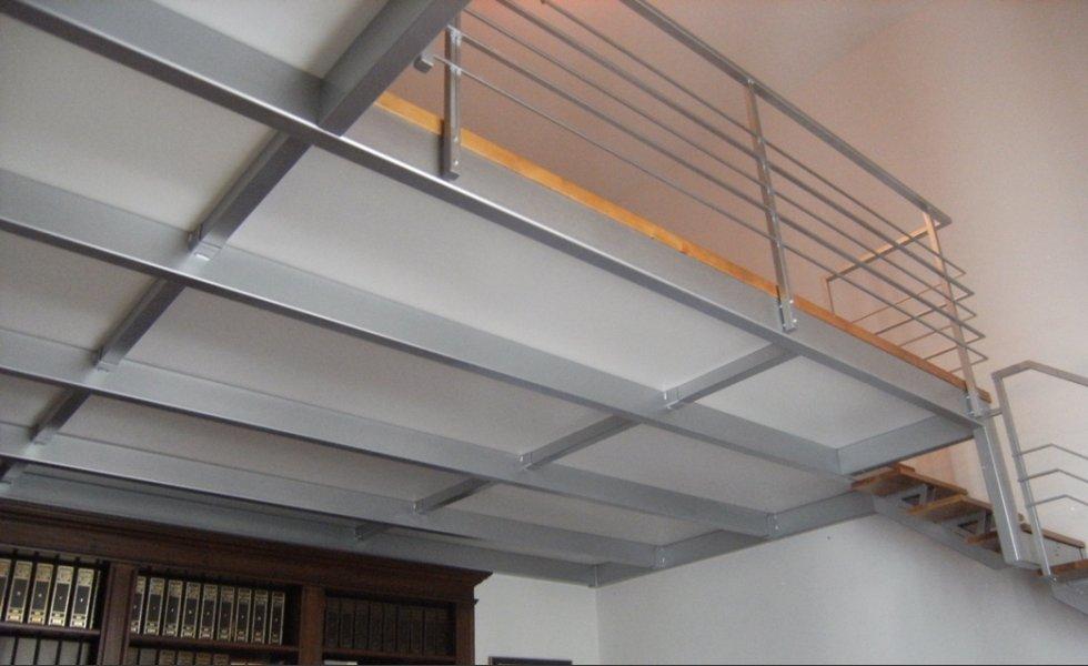 Soppalchi firenze soppalco in legno ferro e vetro per for 2 bay garage con soppalco