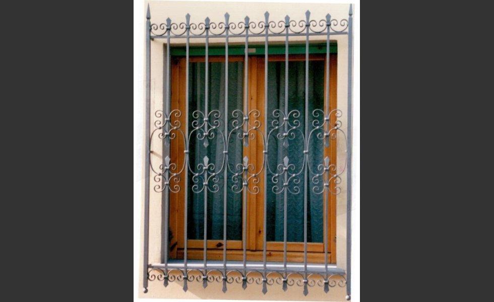 Inferriate grate cancelli di sicurezza e per finestre - Prezzo inferriate finestre ...