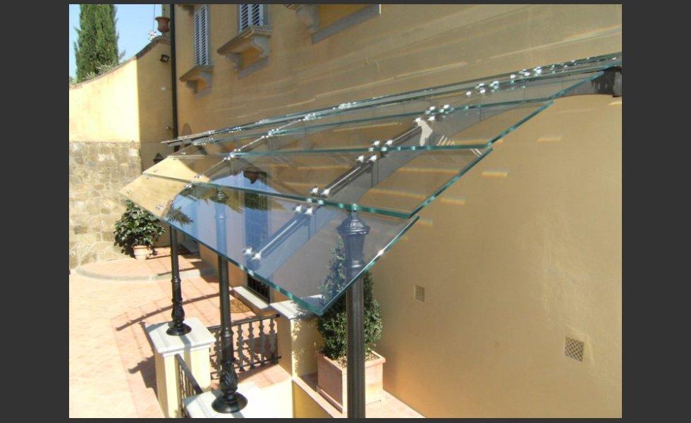 Casa moderna, Roma Italy: Tettoie in vetro per esterni
